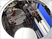 内面鏡面バフ研磨。技術者が1つ1つ手作業で磨き上げます。難しい部分の研磨も可能です。
